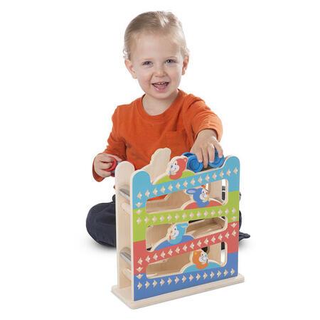 První hraní - Dřevěná rampa s autíčky - 2